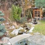 Bachlauf mit Gartenhaus