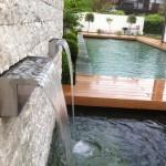 Koiteich mit Wasserfall und Biopool daneben